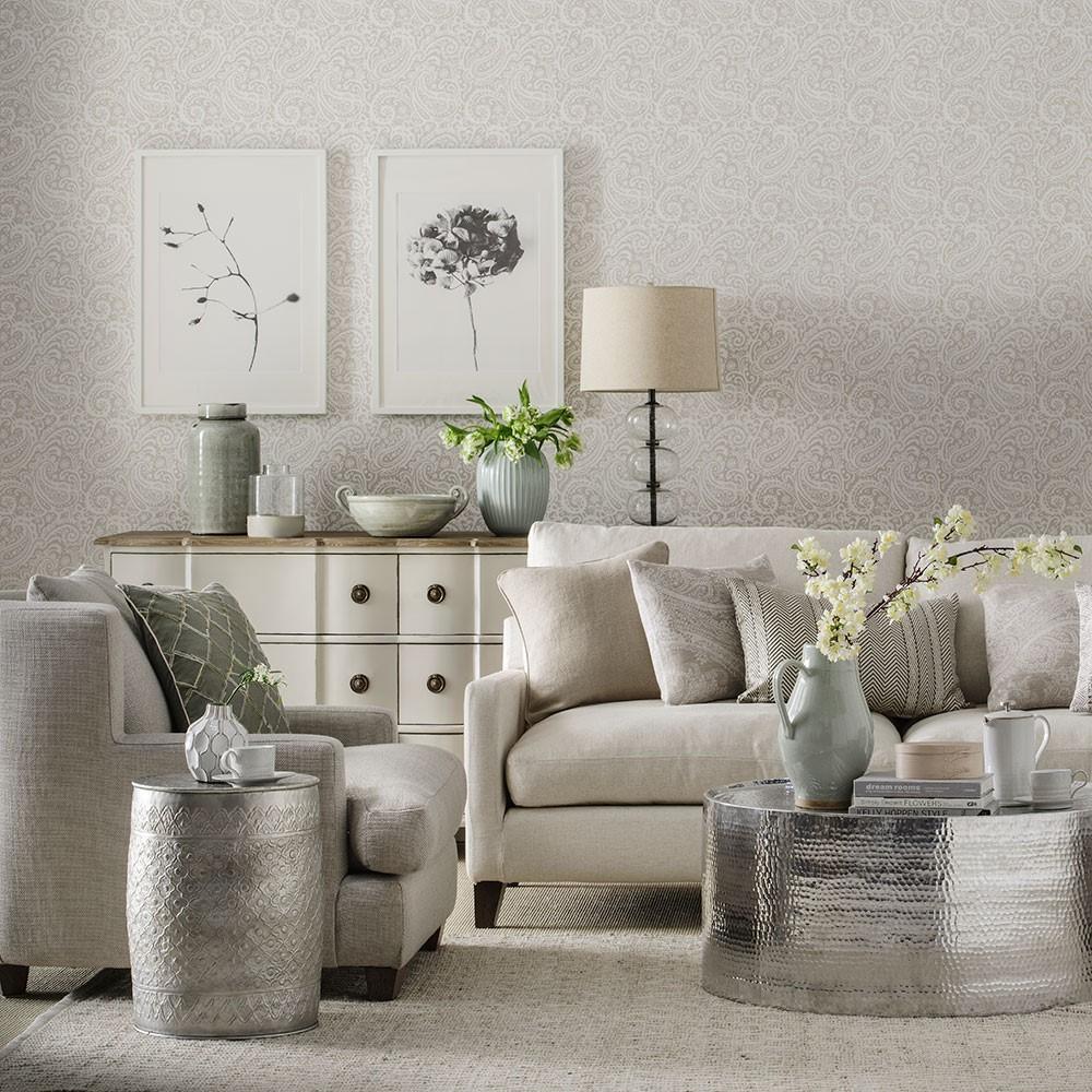 Vele kleuren grijs in een woonkamer met glimmende tafel