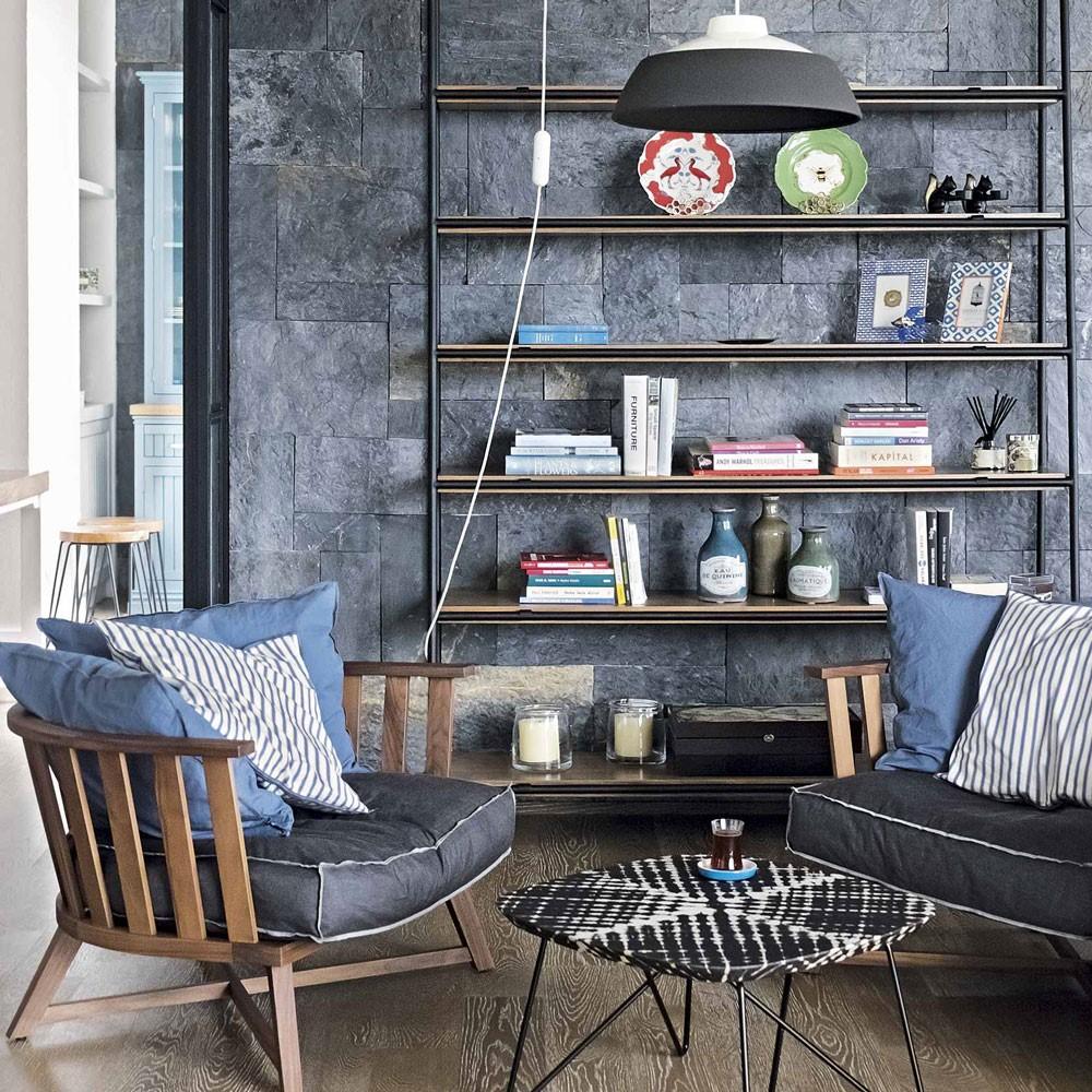 Woonkamer met mooie verlichting en stijlvolle kast, perfecte decoratie