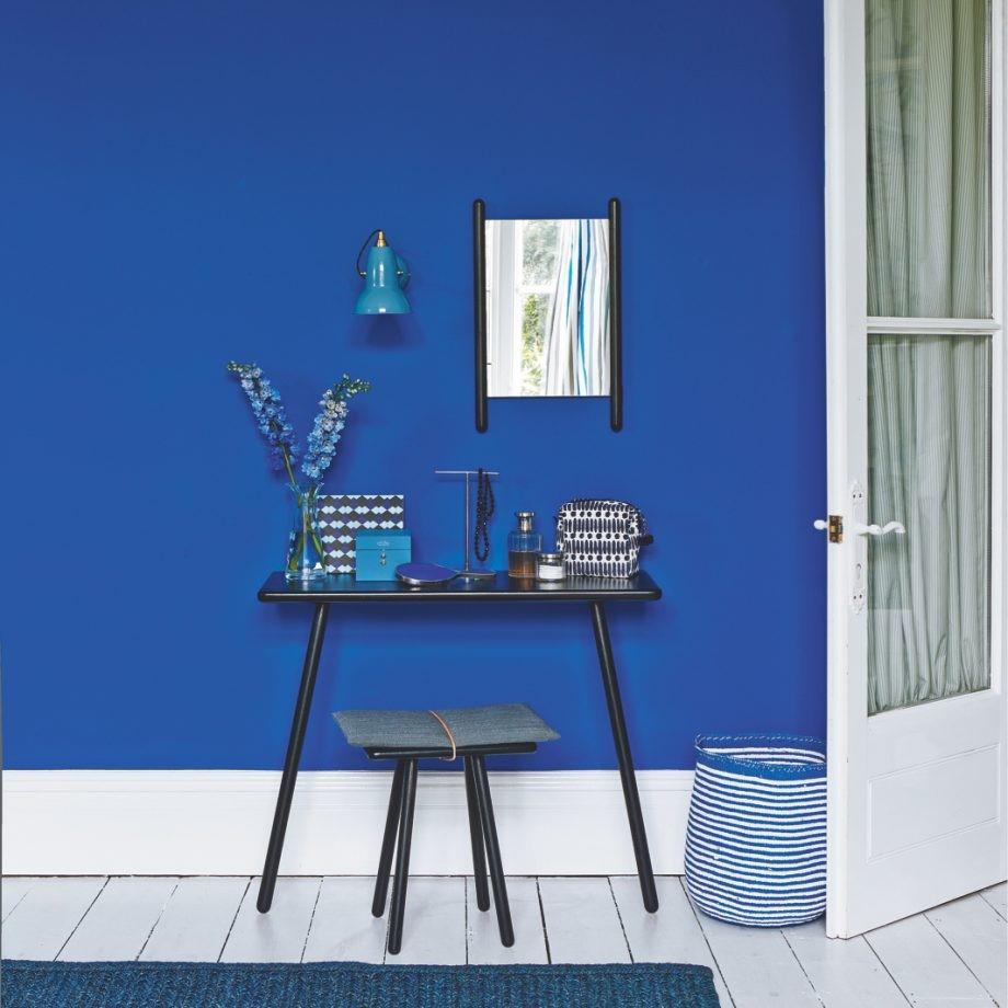 Blauwe muur voor in de slaapkamer of voor in je kleedruimte