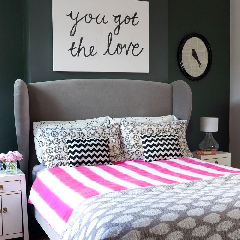 Grijs met roze slaapkamer, geef hele mooie accenten mee met decoratiekussens