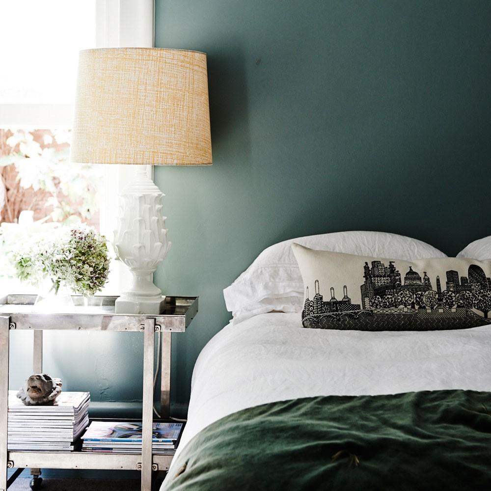 Groene kleur op de muur in de slaapkamer, durf jij het aan