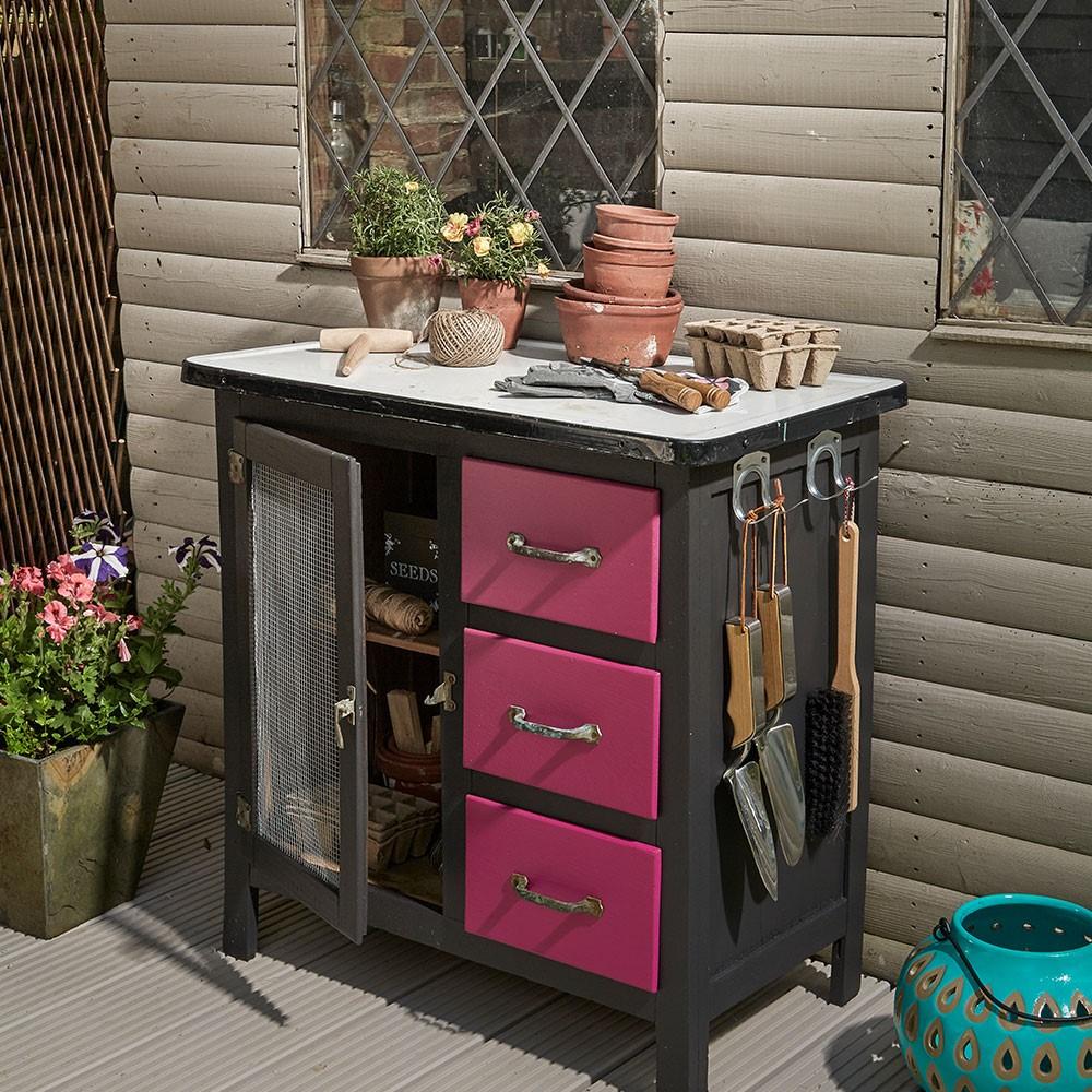 Keukenkastje hergebruikt DIY voor in de tuin