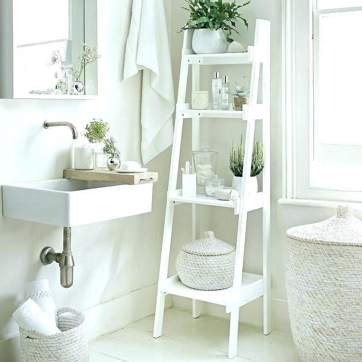 Ladder tegen de muur in badkamer