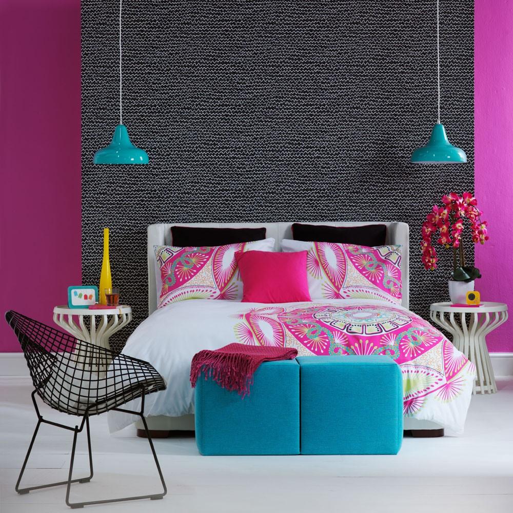 Slaapkamer met tropisch schema, het hoeft niet altijd groen te zijn om tropisch en warm aan te voelen