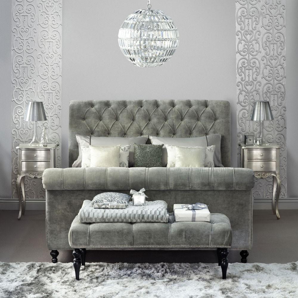 Volledig grijze klassieke slaapkamer inrichting, is dit iets voor jou