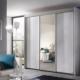 Witte schuifdeurkast met glazen deuren
